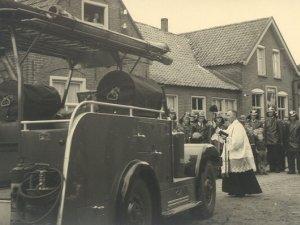 Inzegening van de brandweerwagen (collectie Brandweervoertuigenonline)